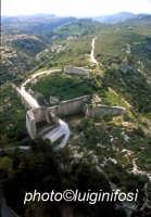 la porta e le fortificazioni viste dall'alto  - Noto antica (6828 clic)