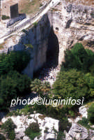l'orecchio di Dionisio visto dall'alto  - Siracusa (2789 clic)