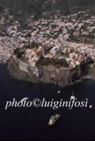 la città e il castello visti dal mare  - Lipari (4502 clic)