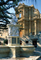 la fontana di ercole e san domenico  - Noto (2789 clic)