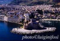 il castello e la città di castellamare visti dal mare e dall'alto  - Castellammare del golfo (4399 clic)
