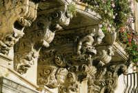 particolare dei balconi di palazzo tomasi rosso  - Modica (4211 clic)