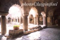 il chiostro all'interno della cattedrale di san bartolomeo  - Lipari (1618 clic)