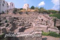 scavi archeo all'interno del castello  - Lipari (1970 clic)