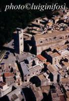 la cattedrale e la torre campanaria visti dall'alto  - Erice (2955 clic)