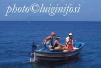 turisti in barca a levanzo  - Levanzo (4085 clic)