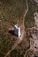 veduta aerea di una torre medioevale  - Riserva dello zingaro (8356 clic)