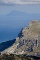 le rocche del crasto e filicudi sullo sfondo  - Nebrodi (3553 clic)