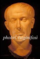 la testa in marmo (Cesare?) rinvenuta nell'acropoli romana di San Marco  - Pantelleria (4977 clic)