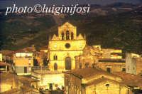 la chiesa madre nel contesto urbano  - Monterosso almo (4096 clic)