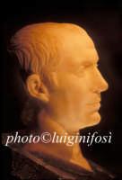 testa in marmo ( Cesare? )rinvenuta nell'acropoli romana di San Marco  - Pantelleria (4775 clic)
