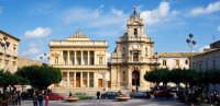 il teatro comunale e la chiesa di s.maria delle grazie  - Vittoria (8636 clic)