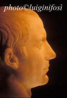 testa in marmo ( Cesare?) rinvenuta presso la necropoli romana di San Marco  - Pantelleria (4021 clic)