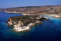 l'isola dei conigli vista dall'alto  - Lampedusa (4161 clic)