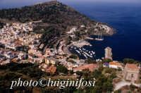 la città e il porto dall'alto  - Ustica (3759 clic)