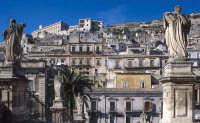 i santi della scalinata e il quartiere cartellone  - Modica (4512 clic)