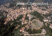 il teatro antico e la citta visti dall'alto  - Taormina (4435 clic)