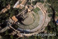 in volo sul teatro greco di taormina  - Taormina (3901 clic)
