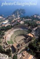 in volo sul teatro greco di taormina  - Taormina (5322 clic)