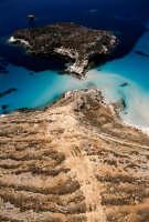 isola dei conigli e la costa di lampedusa in una vista aerea  - Lampedusa (6052 clic)