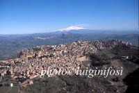 veduta aerea del centro urbano e dell'etna  - Calascibetta (7058 clic)
