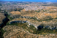 veduta aerea della cava con la città sullo sfondo  - Ispica (2571 clic)