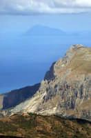 le rocche del crasto e filicudi sullo sfondo  - Cesarò (5895 clic)