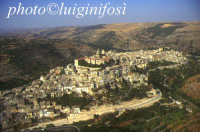 panorama aereo di Ragusa Ibla  - Ragusa (5732 clic)