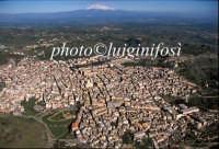 ... veduta aerea del centro di Militello e l'etna  - Militello in val di catania (4560 clic)