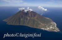 stromboli vista dall'alto  - Stromboli (4488 clic)