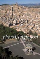 ... veduta aerea della villa e del centro storico di Caltagirone  - Caltagirone (5005 clic)