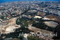 il parco archeologico e la città   - Siracusa (6373 clic)