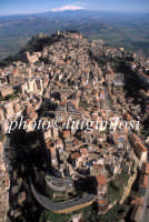 veduta aerea del centro urbano e dell'etna  - Enna (6650 clic)