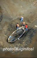 man at work sulla spiaggia di cirica in una veduta aerea  - Ispica (4108 clic)