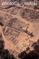 il tempio dei dioscuri, nella valle dei templi, visto dall'alto  - Agrigento (5376 clic)