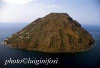 una veduta aerea dell'isola  - Alicudi (6032 clic)