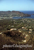 il cratere e il porto dell'isola  - Vulcanello (7628 clic)