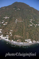 una veduta aerea dell'isola  - Alicudi (6151 clic)