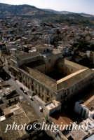 il municipio e la chiesa Madre  - Militello in val di catania (4211 clic)
