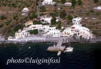 una veduta aerea dell'isola  - Alicudi (7431 clic)