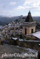 la chiesa di santa maria le scale ragusa ibla dopo la neve RAGUSA Luigi Nifosì