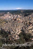 veduta aerea del centro storico e dell'etna  - Piazza armerina (6046 clic)
