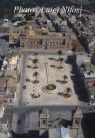 La piazza e il castello Biscari   - Acate (5261 clic)