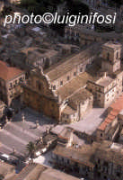 veduta aerea della chiesa di san pietro  - Modica (3838 clic)