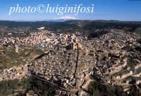 veduta aerea del centro storico e dell'etna  - Piazza armerina (7446 clic)