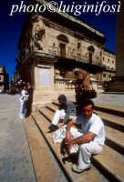 turisti in piazza duomo a ortigia  - Siracusa (1921 clic)
