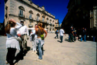 turisti in piazza duomo a ortigia  - Siracusa (2958 clic)