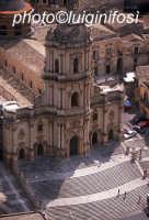 il duomo di san giorgio visto dall'alto  - aprile 2006  - Modica (3591 clic)