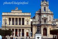 il teatro vittoria colonna e la chiesa di santa maria delle grazie  - Vittoria (11173 clic)