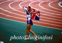 Jonathan edwards dopo la vittoria alle Olimpiadi del 2000  Luigi Nifosì